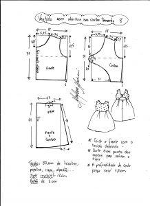 Esquema de modelagem de vestido com abertura nas costas tamanho 8 anos.